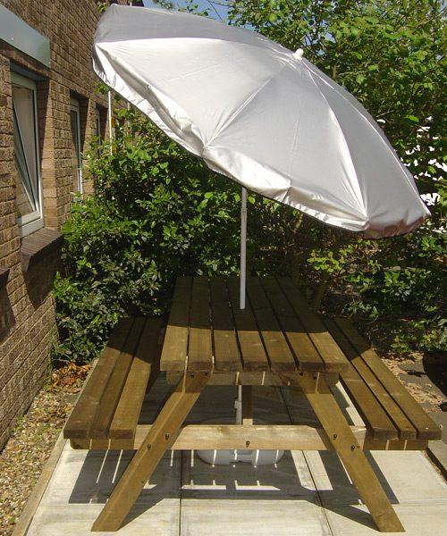 silver uv parasol in use 2